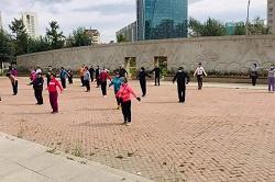 Хан-Уул дүүргийн иргэд коронавирусын эсрэг дархлаа дэмжих  өглөөний дасгал хөдөлгөөнийг тогтмол хийж